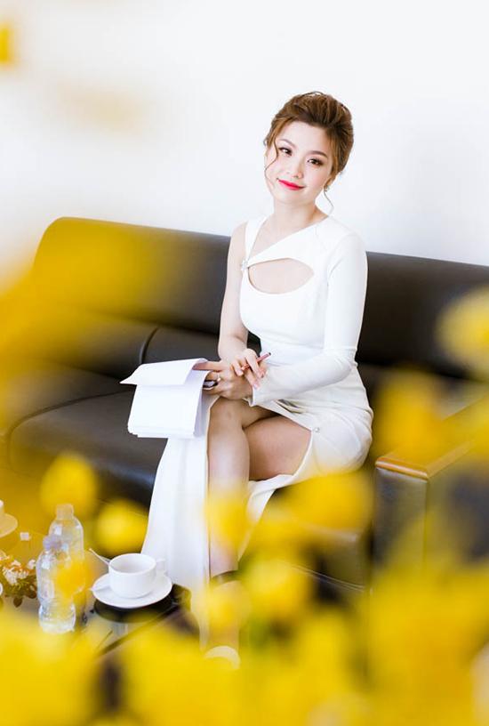 Thời gian gần đây, Diễm Trang được khen ngợi bởi hình ảnh ngày càng lột xác của mình. Cô tự tin khoác lên mình những bộ cánh sexy và không ngại ngần khoe vẻ đẹp đầy thanh tân. Đôi lần không hài lòng về khuôn mặt chữ điền của bản thân nhưng Diễm Trang cho biết cô không có ý định sẽ phẫu thuật thẩm mỹ.