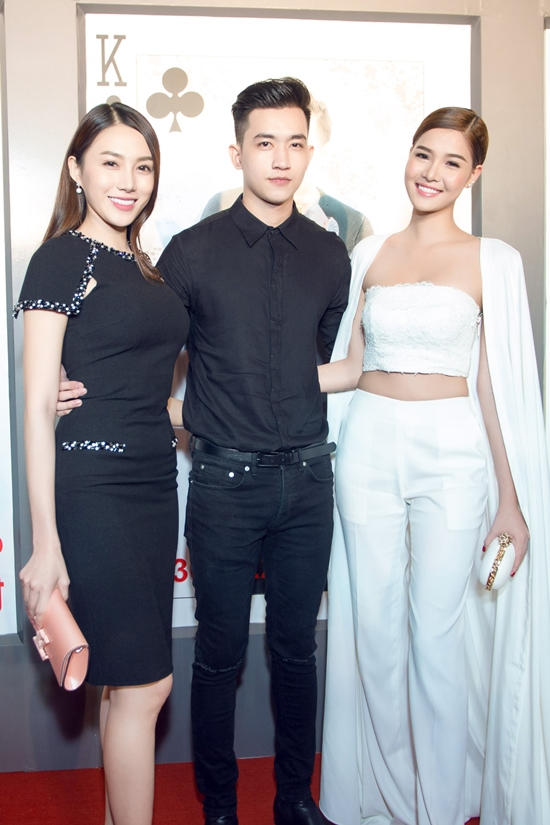 Trai đẹp Võ Cảnh ăn mặc đơn giản đến chúc mừng đoàn làm phim.