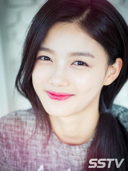 Sao nhí Kim Yoo Jung xinh đẹp khiến phóng viên 'cảm nắng'