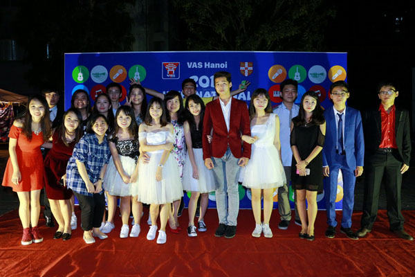 huyme-khoe-trinh-tieng-anh-dinh-quy-het-co-voi-teen-truong-quoc-te-7