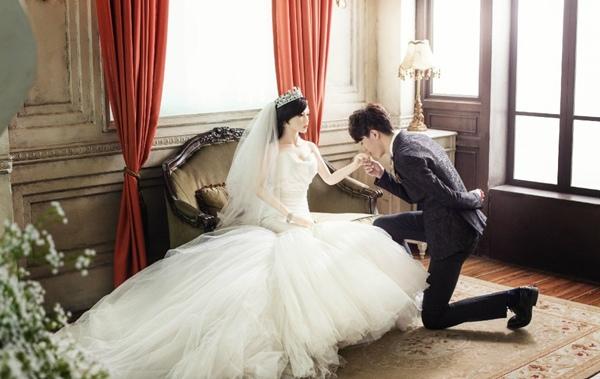 Búp bê được mặc váy cưới lộng lẫy