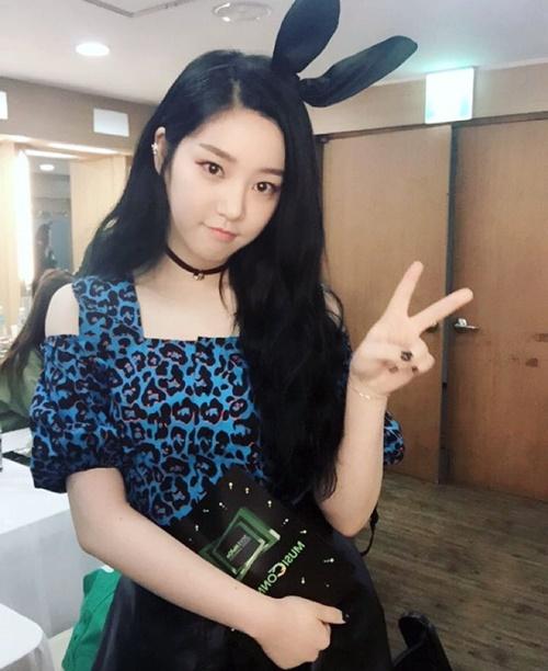 sao-han-8-11-yoon-ah-dien-vay-cup-nguc-goi-cam-hyo-min-cay-den-chat-lu