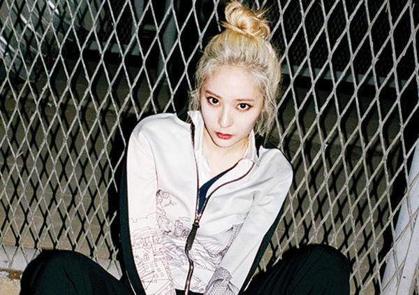 hot-girl-so-1-thai-lan-lot-xac-thanh-my-nu-toc-vang-het-krystal-1