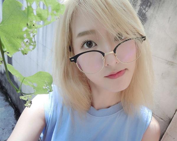 hot-girl-so-1-thai-lan-lot-xac-thanh-my-nu-toc-vang-het-krystal-4