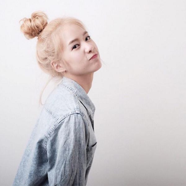 hot-girl-so-1-thai-lan-lot-xac-thanh-my-nu-toc-vang-het-krystal-5