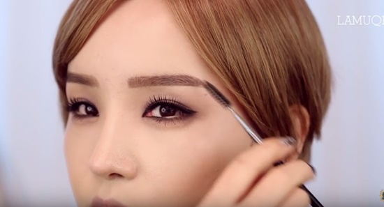 clip-trang-diem-kieu-hien-dai-sang-chanh-giong-min-ha-ri-4
