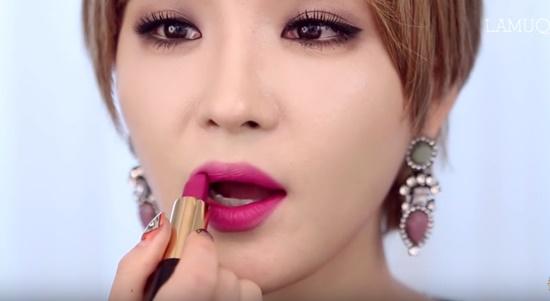 clip-trang-diem-kieu-hien-dai-sang-chanh-giong-min-ha-ri-5