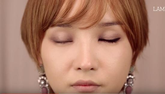 clip-trang-diem-kieu-hien-dai-sang-chanh-giong-min-ha-ri-1