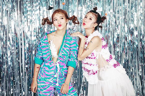 stylist-cua-kha-ngan-ung-ho-viec-mac-ao-dai-voi-giay-the-thao-3