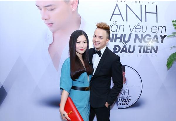 huong-tram-goi-cam-mung-cao-thai-son-ra-album-2