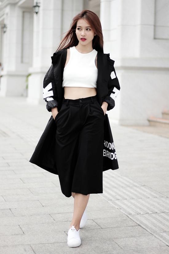 stylist-cua-kha-ngan-ung-ho-viec-mac-ao-dai-voi-giay-the-thao-1
