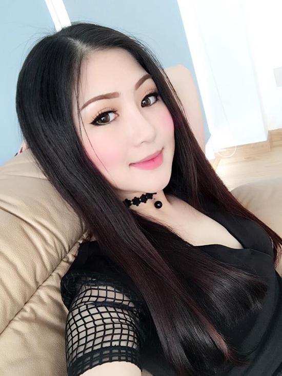 sao-viet-12-11-sam-mac-vay-xe-nhat-rac-huong-tram-make-up-loe-loet-4