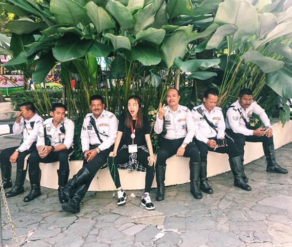 sao-viet-17-11-ngoc-trinh-vung-tien-sam-noi-y-mie-chan-dai-chong-mat-10