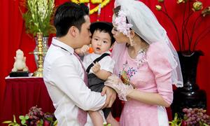 Diễm Hương khoe tiểu hoàng tử bụ bẫm trong đám cưới