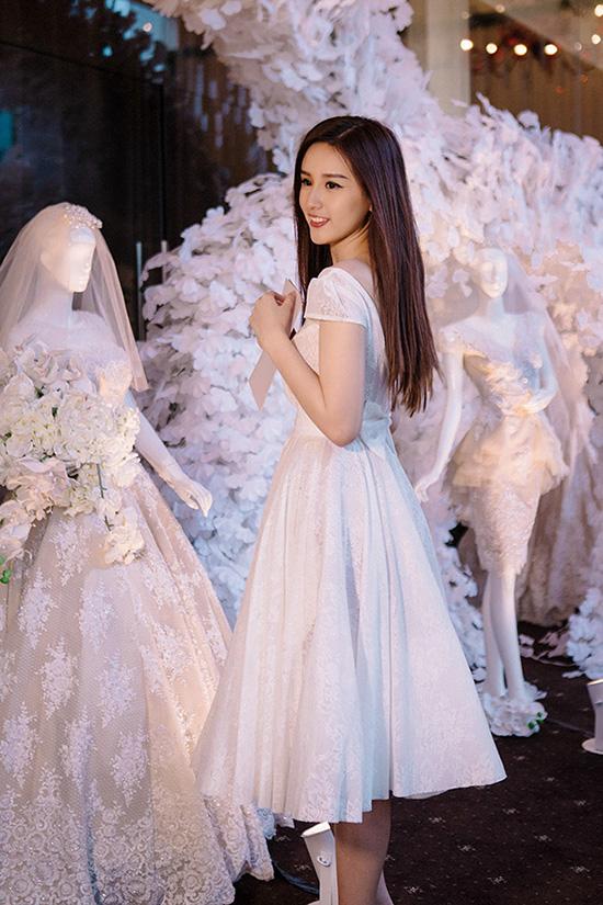 phuong-trinh-khoe-chan-dai-4-8266-144989