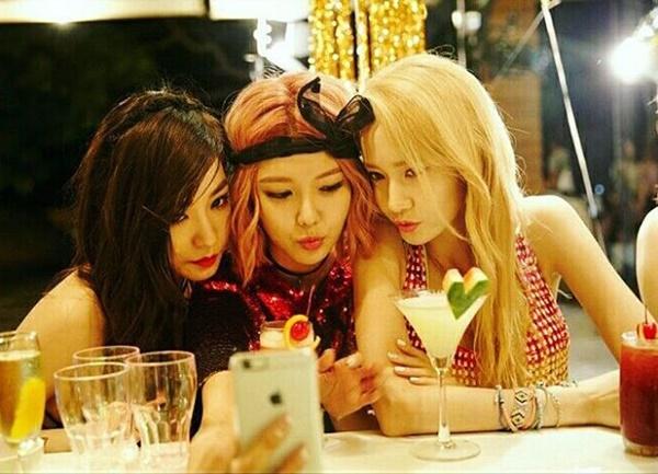Tiffany-SooYoung-Yoona-from-Pa-3395-6199