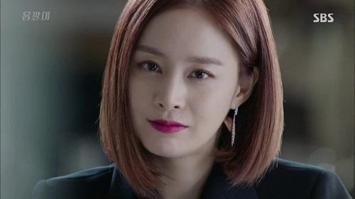 Mỹ nhân không tuổi Kim Tae Hee đã lột xác mới mẻ trong phim truyền hình Yongpal năm 2015. Hóa thần thành một ác nữ, Kim Tae Hee đã trút bỏ hình tượng trong trẻo thường thấy trước kia. Thay vào đó cô trở nên sắc lạnh và cuốn hút với mái tóc ngắn năng động.