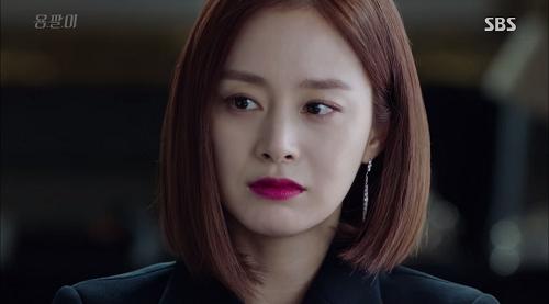 Mặc dù mang hình tượng gai góc, sắc sảo. Kim Tae Hee vẫn chuộng phong cách tự nhiên trong trang điểm phần lông mày và phần mắt.