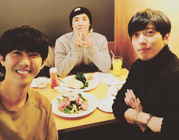 yonghwa-Lee-Joon-Kwanghee-6904-145127574