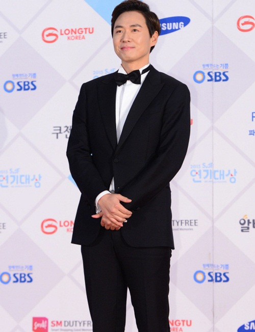kim-yoo-jung-kim-tae-hee-dep-khong-goc-chet-o-sbs-drama-award-page-2