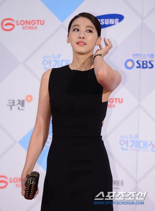 kim-yoo-jung-kim-tae-hee-dep-khong-goc-chet-o-sbs-drama-award-page-2-1