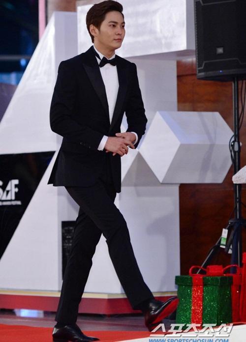 kim-yoo-jung-kim-tae-hee-dep-khong-goc-chet-o-sbs-drama-award-8