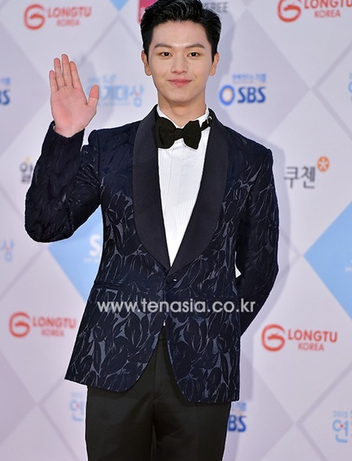 kim-yoo-jung-kim-tae-hee-dep-khong-goc-chet-o-sbs-drama-award-page-2-4