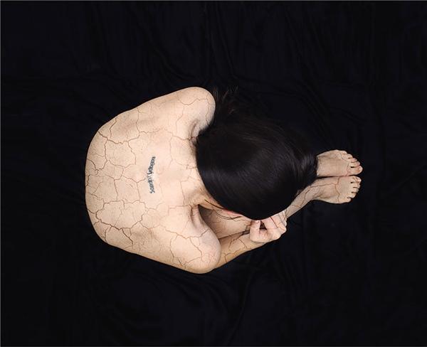 Lâu dần, Katie thấy cơ thể mình như vỡ ra thành từng mảnh. Tất cả những gì cô có thể cảm nhận là