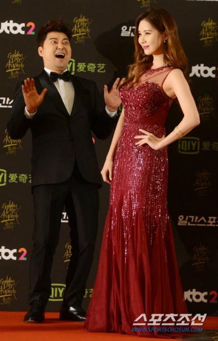 seo-hyun-do-dang-cung-seol-hyun-hani-o-tham-dogolden-disk-award-2