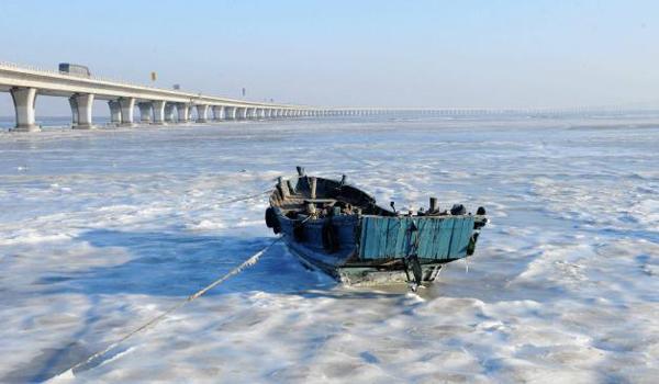 Ngày 21/1, trung tâm Khí tượng Quốc gia Trung Quốc dự đoán nhiệt độ sẽ tiếp tục hạ thêm 10 độ C tại hầu hết các khu vực trên cả nước trong 4 ngày tới. 90% lãnh thổ Trung Quốc sẽ đón nhận nhiệt độ dưới mức đóng băng trong tuần này.