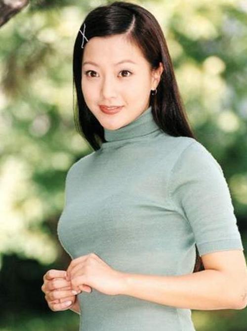 Kim Hee Sun vẫn xinh đẹp như không bị ảnh hưởng bởi thời gian trong Smile Again   năm 2006.