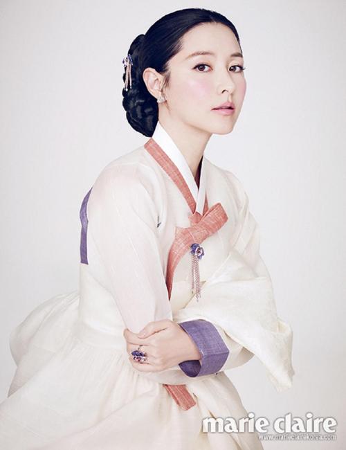 Sau 13 năm, khán giả sẽ được gặp lại Lee Young Ae trên màn ảnh nhỏ trong   Saimdang, the Herstory dự kiến phát sóng vào nửa cuối năm 2016.