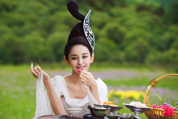 Đây là bộ phim dựa trên tác phẩm nổi tiếng Liêu Trai chí dị của Bồ Tùng Linh, lên   sóng từ ngày 8/2 trên đài Hồ Nam. Phim quy tụ nhiều gương mặt nữ xinh đẹp như   Cổ Lực Na Trát, Kim Thần, Tiểu Thái Kỳ, Trần Dao, Đường Nghệ Hân, Trương   Tuyết Nghênh, Giang Khải Đồng.