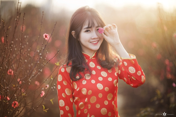 hot-girl-kieu-trinh-duoc-bao-trung-khen-ngoi-la-nu-than-hoa-dao-1
