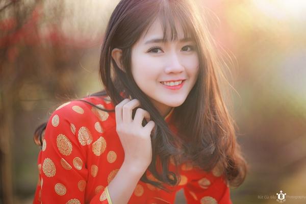 hot-girl-kieu-trinh-duoc-bao-trung-khen-ngoi-la-nu-than-hoa-dao-4