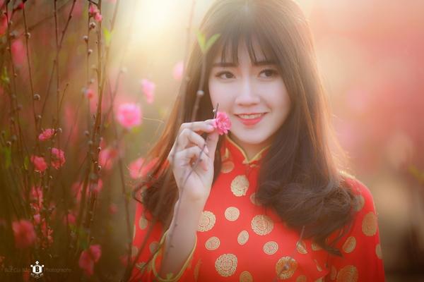hot-girl-kieu-trinh-duoc-bao-trung-khen-ngoi-la-nu-than-hoa-dao-2