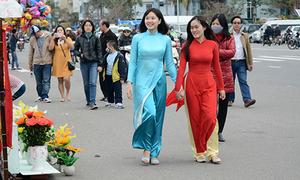 Nữ sinh Đà Nẵng mặc áo dài du xuân giữa trời lạnh 18 độ C