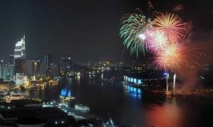 Pháo hoa rợp trời khắp 3 miền chào đón năm mới