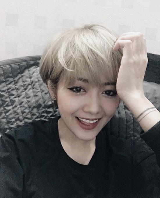 3-nang-hot-girl-xinh-dep-co-phong-cach-chun-han-8