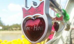 Hàng loạt khóa tình yêu trên cầu đi bộ ở Cần Thơ