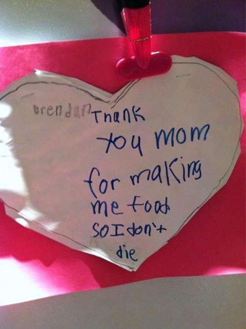"""Không ít thiệp Valentine của các bé dành tặng cho bố mẹ với thông điệp ngộ nghĩnh: """"Cảm ơn mẹ vì đã làm đồ ăn cho con để con khỏi bị chết""""."""