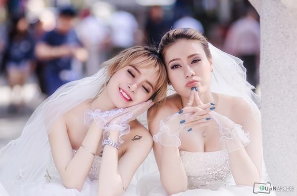 Trần Thị Yến Vy (sinh năm 1994), sinh viên đại học, dancer và Hồ Linh Mỹ Kim (sinh năm 1995) là dancer và người mẫu ảnh công khai mối quan hệ bằng bộ ảnh cưới lung linh, ngọt ngào. Tình yêu đồng tính của hai cô gái khiến người xem không khỏi ghen tỵ.