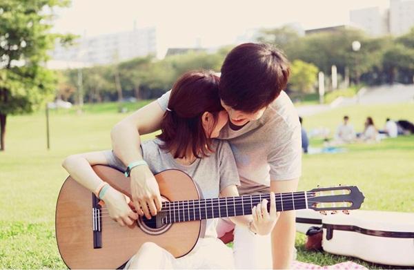 Đều học nhạc nên S.K.Couple thường đăng tải video hợp tấu piano - guitar lên kênh   YouTube chung, khiến các fan càng thêm ghen tỵ. Kênh YouTube của cặp đôi thu   hút gần 96.000 người theo dõi.