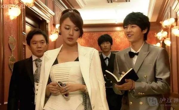 song-joong-ki-my-nam-hoan-hao-ca-tren-phim-va-ngoai-doi-6