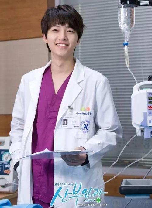 2010 vai bác sĩ thực tập Ahn Kyung Woo trong Bác Sĩ Sản Khoa - Obstetrics And   Gynecology Doctors, đất diễn không nhiều.