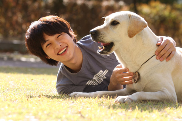 song-joong-ki-my-nam-hoan-hao-ca-tren-phim-va-ngoai-doi-10