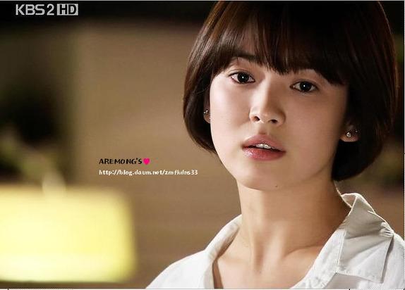 ve-dep-bat-chap-thoi-gian-cua-song-hye-kyo-qua-20-nam-2