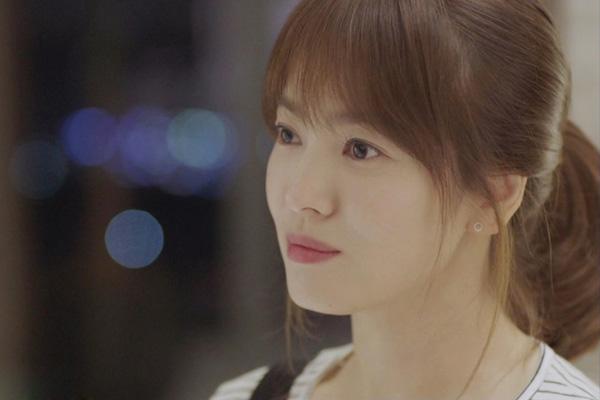 ve-dep-bat-chap-thoi-gian-cua-song-hye-kyo-qua-20-nam-7