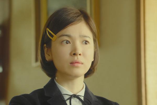 ve-dep-bat-chap-thoi-gian-cua-song-hye-kyo-qua-20-nam-6