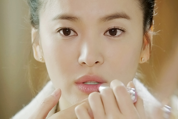 ve-dep-bat-chap-thoi-gian-cua-song-hye-kyo-qua-20-nam-5
